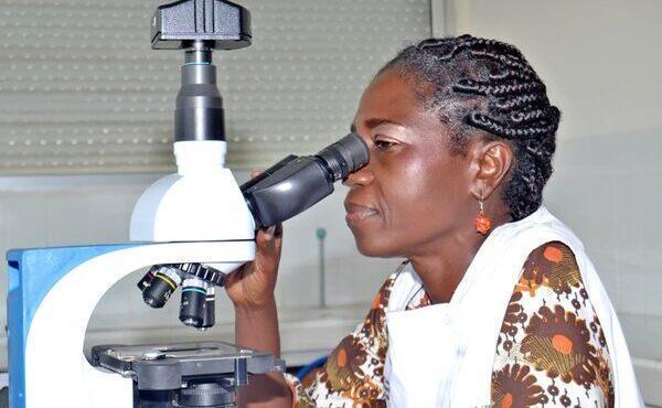 """Premio Harambee: """"Lottare perché le donne africane abbiano maggiore accesso all'università"""""""