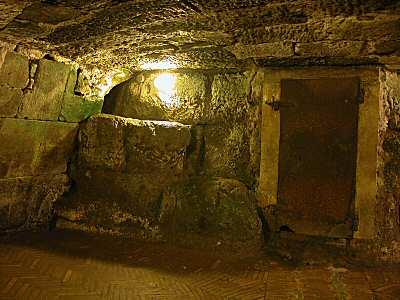 La prison Mamertine, depuis laquelle saint Paul a vraisemblablement écrit certaines lettres pastorales