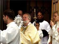 Sacramentsprocessie door het centrum van Amsterdam