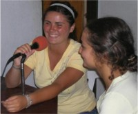 Las charlas para madres y adolescentes se transmitieron también por la radio local