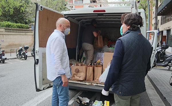 Mil famílies col·laboren en un recapte d'aliments per al Raval