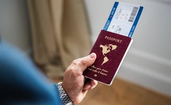 Le concedieron el pasaporte