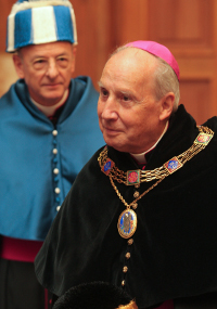 O Prelado é Reitor Honorário da Universidade Austral