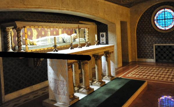 Opus Dei - Relikwie bł. Guadalupe w Kościele Prałackim
