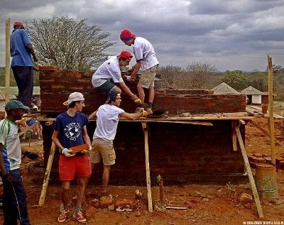 En el Colegio Retamar organizan todos los años unos Campos de Trabajo para alumnos de 1º y 2º de Bachillerato en diferentes países. Foto: Colegio Retamar.