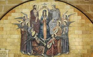 Maria wordt in de hemel gekroond