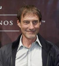 Roland Joffé under en presskonferens i Argentina 2009