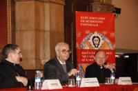 D'esquerra a dreta, Mons. Lluís Martínez Sistach, Cardenal arquebisbe de Barcelona, el Dr. Josep Maria Rovira Belloso, professor emèrit de la Facultat de Teologia de Catalunya i el Dr. Joan Garcia Llobet, Director de les Jornades.