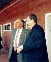 Sr. Leonardo Rozenblum, dondante del terreno, con el Cr. Luis San Martín