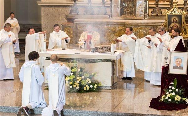 Opus Dei - Kvietimas dalyvauti šv. Mišiose Opus Dei steigėjo liturginio minėjimo proga