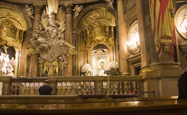 A los pies de la Virgen del Pilar