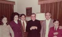 12 de julio de 1974. El Dr. Abraham Zavala y su familia, con Josemaría.