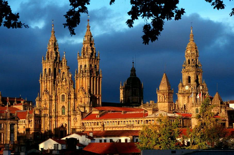 Opus Dei - Desenvolvemento do labor apostólico do Opus Dei en Galicia