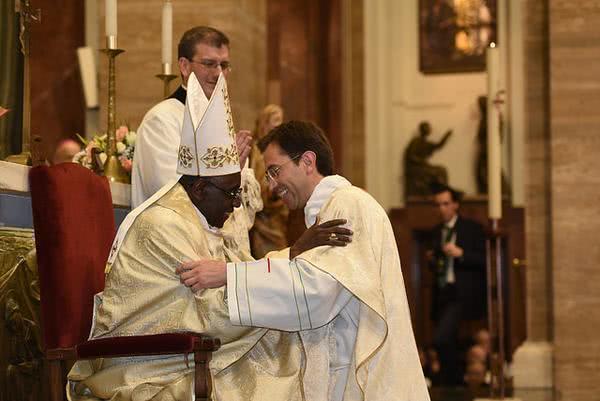 """Homilia do Cardeal Sarah:  """"O homem de hoje pergunta por Cristo ao sacerdote"""""""