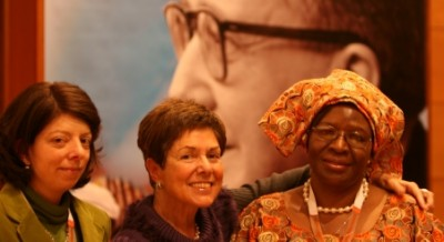 Bernadette Wanyonyi Musundi con Josebe Soga y su hija