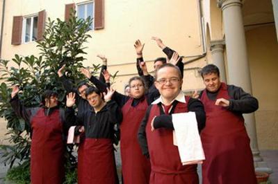 Stefania vive en Florencia (Italia). El nacimiento de un hijo con discapacidad intelectual supuso un reto que aprendió a afrontar con fe y con mucha iniciativa. Ahora, con otros chicos en situación similar, gestiona un restaurante y una web TV.