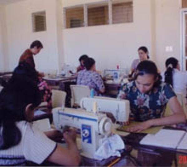 El Salvador: un centro de formación profesional para la mujer