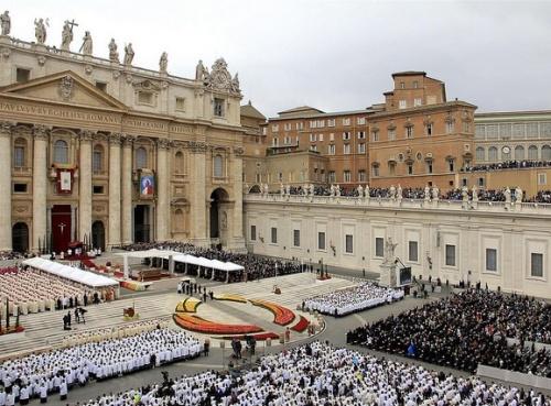 Blick auf den Petersplatz während der feilerlichen heiligen Messe