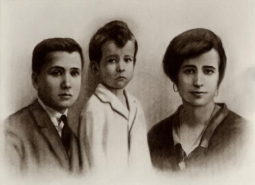 Con sus hermanos, Santiago y Carmen