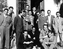 Sveti Josemaría s nekima od studenata koji su došli u sjedište