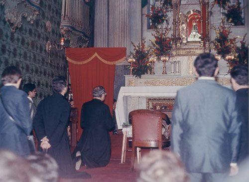 Unutrašnjost bazilike, 28.svibnja 1974., dok je sveti Josemaria molio krunicu.