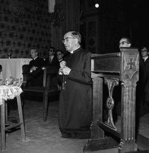 Osnivač Opusa Dei moli krunicu sa stotinama ljudi