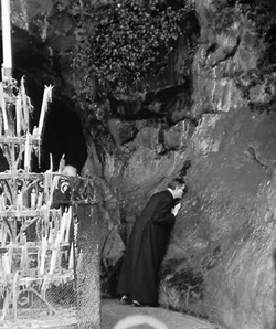 Saint Josemaria praying in the Grotto