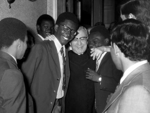 San Josemaría con alumnos del Colegio Romano de la Santa Cruz en 1973. El 25 de junio de 1973 san Josemaría tuvo una audiencia con el Papa Pablo VI