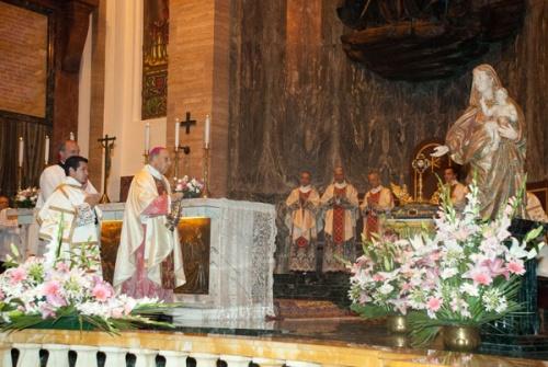 À côté de la représentation de la Sainte Vierge, il y avait une relique de Saint Josémaria.