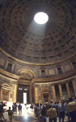 Das Pantheon befindet sich auf einem der zentral gelegenen Plätze Roms