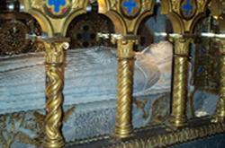 Posmrtni ostaci svete Katarine Sijenske počivaju ispod glavnog oltara