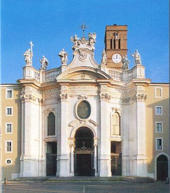 Die Fassade der Kirche