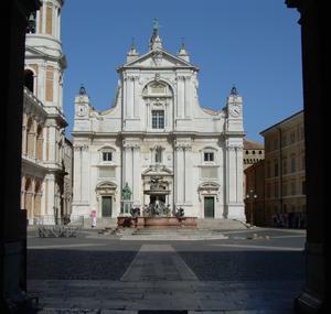Fassade der Wallfahrtskirche Unserer Lieben Frau von Loreto