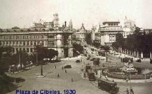 Eléctricos na Praça de Cibeles, Madrid, em 1930