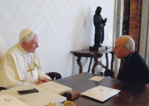 Benedikt XVI. mit dem Prälaten des Opus Dei