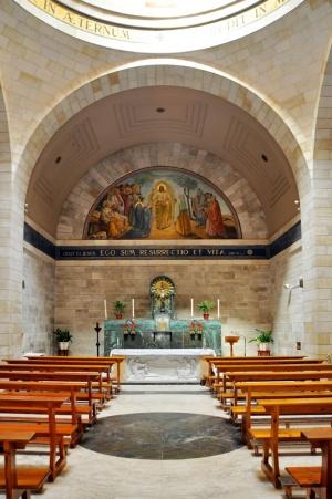 Dans le presbytère, une mosaïque montre la rencontre de Jésus avec Marthe et Marie avant la Résurrection de Lazare. Photo: Nicola e Pina.