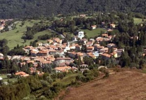 Panoramski pogled na Caglio (Italija)