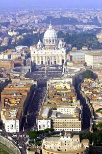Luftaufnahme des Petersplatzes am Tag der Heiligsprechung von Josemaria Escrivá am 6.10.2002