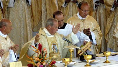 Bischof Javier Echevarría bei der Feier der Dankmesse am Tag nach der Heiligsprechung