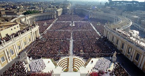 Cerimónia da canonização de S. Josemaria. Vista da Praça de São Pedro. 6 de outubro de 2002.