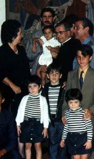 Com uma família de Caracas, Fevereiro de 1975