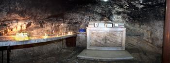 Unter dem Altar erinnert eine Nische an die Gegenwart des Propheten Elias auf dem Karmel. Foto: Israel Tourism – Flickr