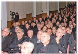 Imagem dos assistentes à conferência para sacerdotes