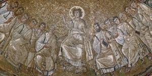 Photo actuelle de l'église de Pallerols. À droite, l'autel de la Mère de Dieu au Rosier. Au fond, l'entrée principale de l'église
