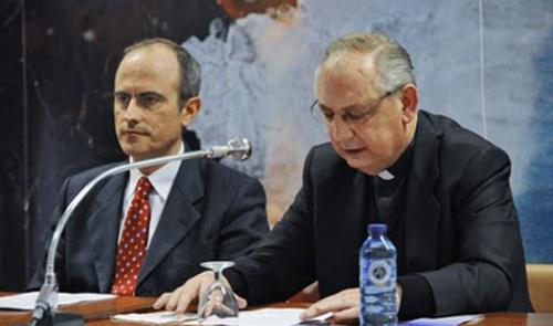 El Simposio constó de cuatro ponencias centrales y otras comunicaciones