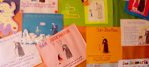 Zeichnungen von Mädchen der Schule la Floresta in el Salvador