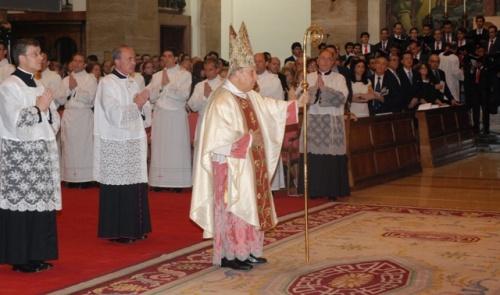 Mons. Javier Echevarría  presiede la cerimonia  de ordinazione presbiterale.