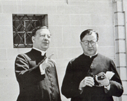 Vor der Marienkapelle von Einsiedeln, 1959, mit Don Alvaro del Portillo