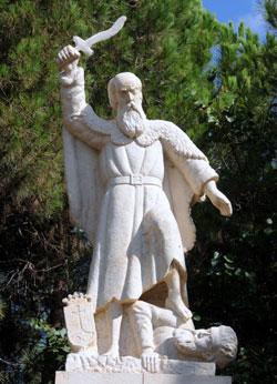 Statue des Propheten Elias, die sich im Außenbezirk des Heiligtums von El-Muhraqa befindet. Foto: Leobard Hinfelaar