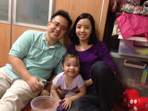 Faith Alcazaren sa suprugom i kćeri